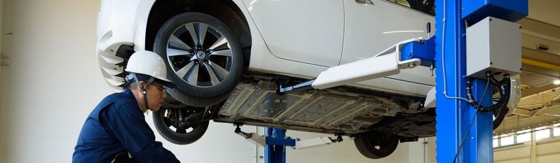 Used Nissan LEAF battery being removed